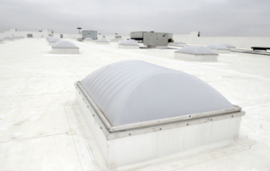 Commercial roof with TPO roofing